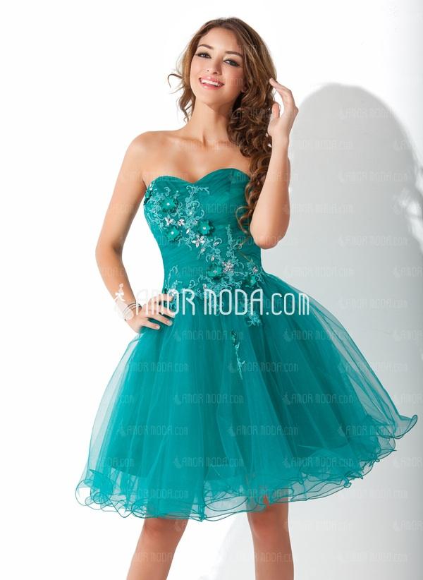 Wunderschöne Abendkleider bietet die Onlinepräsenz von Amormoda ...